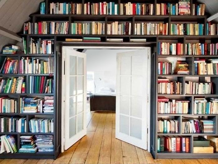 Книголюбы лопнут от зависти: 26 великолепных домашних библио.